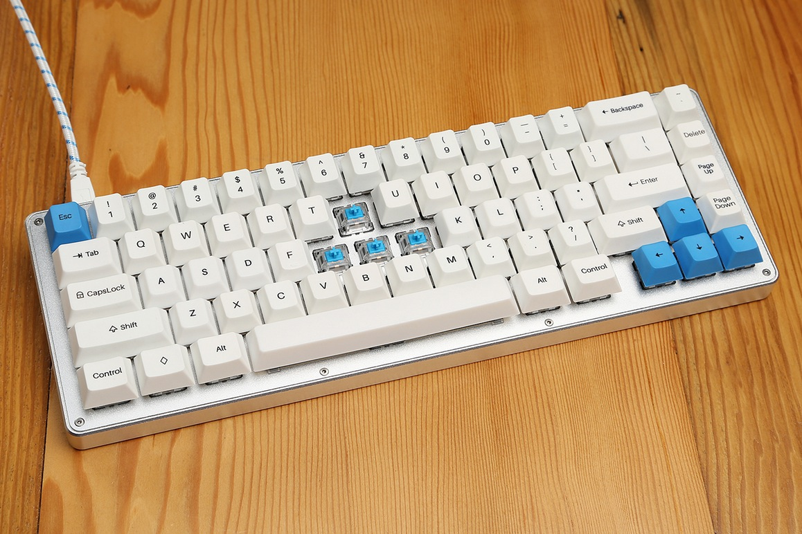 WhiteFox Mechanical Keyboard by Matteo Spinelli