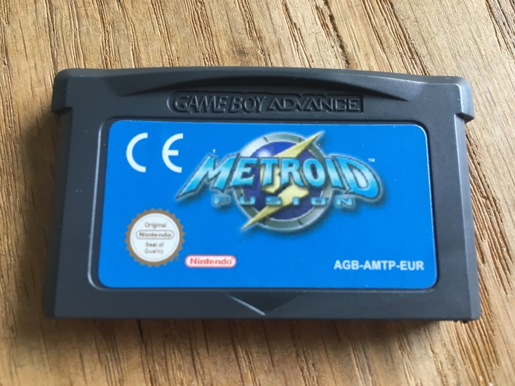 A picture of Metroid Fusion for GBA showing that the logo on the cart is fuzzy